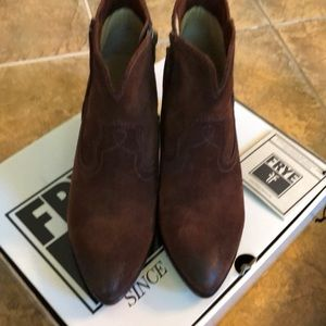 Size 7 brown suede Frye boots
